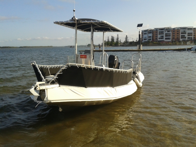 OCEAN CRAFT ULTRA DEEP VEE 5200 Chinook Sailing club referee marshall and safety boat Centre Console high bow rails T Top and stern grab rails bilge well and 8 * Tie downs easy launch and load trailer
